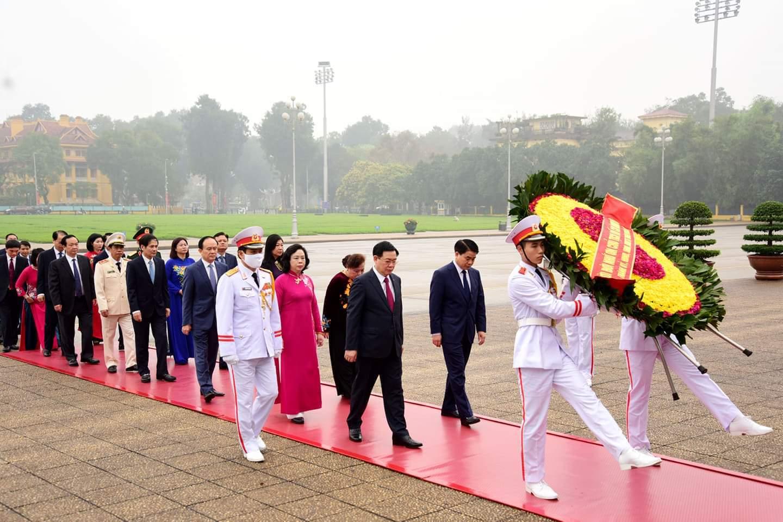 Lãnh đạo Hà Nội viếng Chủ tịch Hồ Chí Minh và các anh hùng liệt sĩ