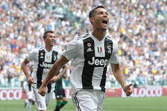 "Ronaldo nhận lương ""khủng"" đến 39 tuổi ở Juventus"
