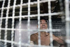 Nghìn lẻ một kiểu chống dịch của cư dân 'chuồng chim' Hong Kong