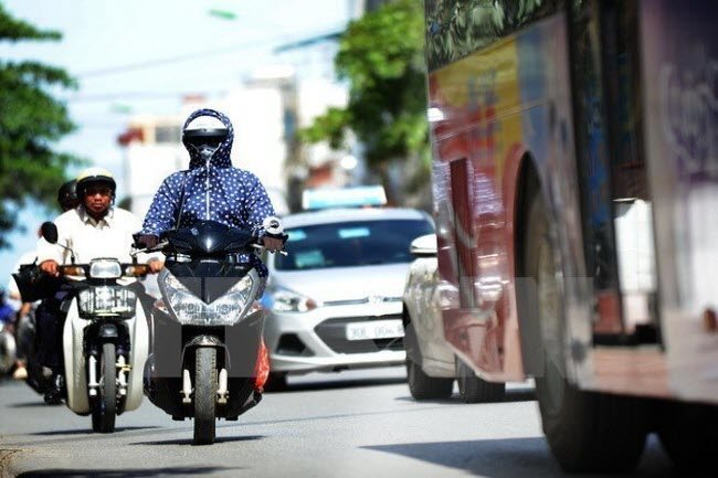 Hot weather in south expected to last until April