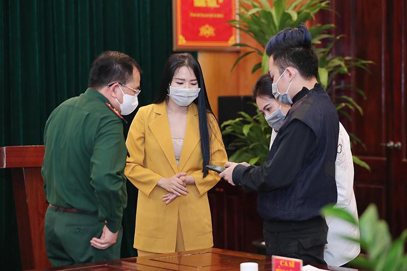 Tùng Dương - Phạm Thuỳ Dung kêu gọi hơn 1 tỷ chống dịch Covid-19