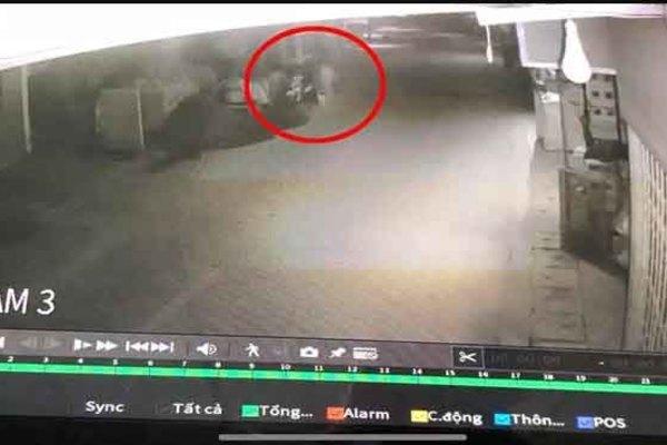Camera ghi hình 2 kẻ khả nghi trong vụ cháy nhà 3 người chết ở Hưng Yên