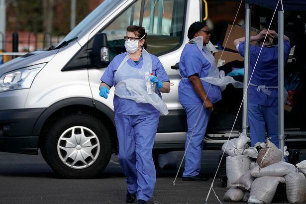 Giới trẻ châu Âu vô lo với Covid-19, bác sĩ khẩn thiết thỉnh cầu