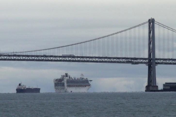 Hàng loạt tàu du lịch mắc kẹt trên khắp các đại dương do Covid-19