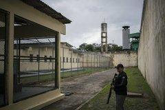 Hàng ngàn phạm nhân Brazil vượt ngục vì Covid-19