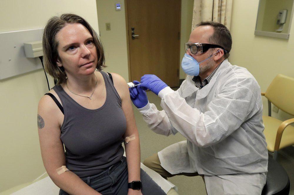 Những người tình nguyện thử vắc-xin đầu tiên phòng Covid-19