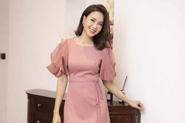 Hồng Diễm mặc đẹp hơn nhiều trên phim
