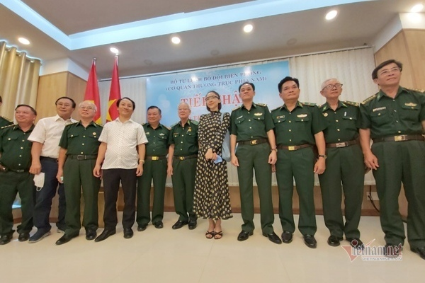 Cùng các chiến sĩ bộ đội biên phòng chung tay chống dịch COVID 19