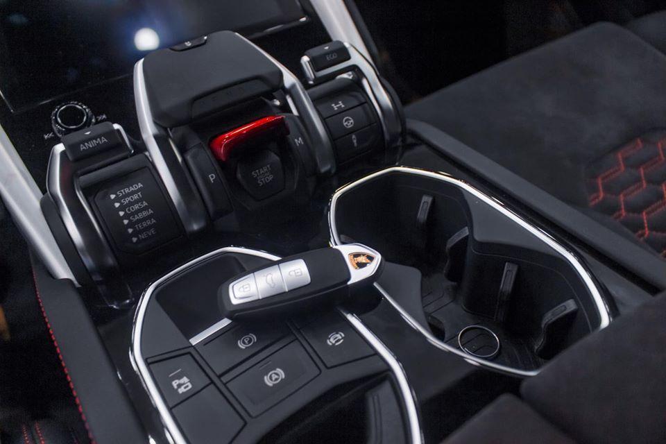 Đại gia Hà Nội chi 22 tỷ tậu Lamborghini Urus màu đen độc nhất Việt Nam