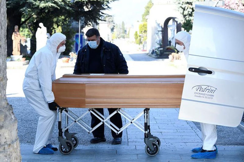 Nhiều nhà xác Italia quá tải vì số ca Covid-19 tử vong tăng vọt