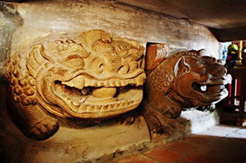 Bảo vật quốc gia:  Tượng đôi sư tử đá đền – chùa Bà Tấm