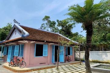 Bất ngờ căn nhà cổ trăm tuổi đẹp hiếm có của cặp vợ chồng người Huế