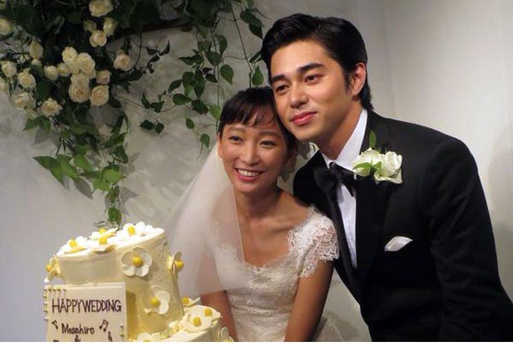 Tài tử Nhật Bản cúi đầu xin lỗi vợ vì ngoại tình suốt 3 năm