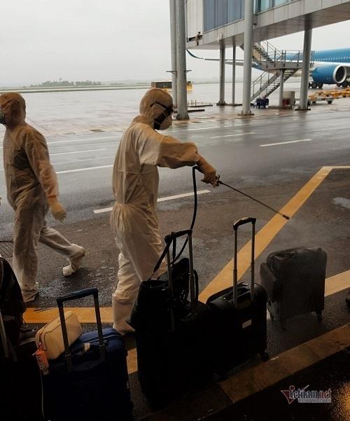 Chia sẻ của hành khách Việt trên chuyến bay cuối rời khỏi châu Âu