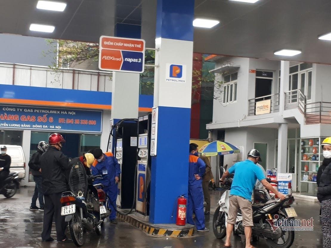 Giá xăng dầu có thể còn hơn 10 ngàn/lít, chờ mức thấp nhất 10 năm