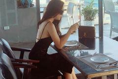 Kín đáo khi lên sóng, ngoài đời BTV Minh Hương có gu thời trang cực kỳ gợi cảm và sành điệu