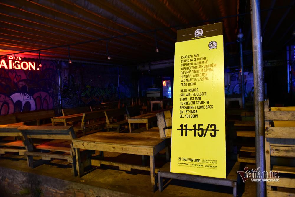 Chấp hành lệnh tạm ngưng, phố bar, massage ở Sài Gòn vắng như Tết