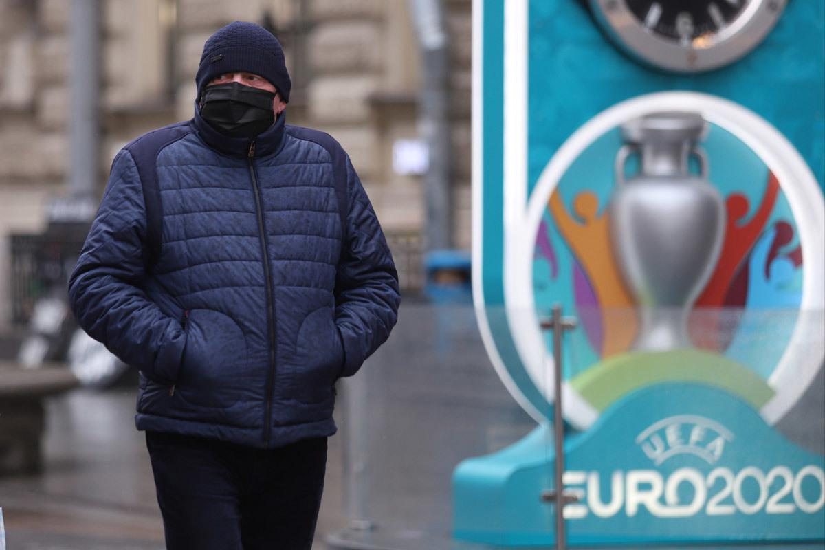UEFA hoãn EURO 2020: Đơn giản là đồng tiền