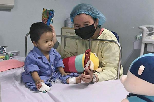 Ghép gan thành công cho em bé nhỏ nhất Việt Nam