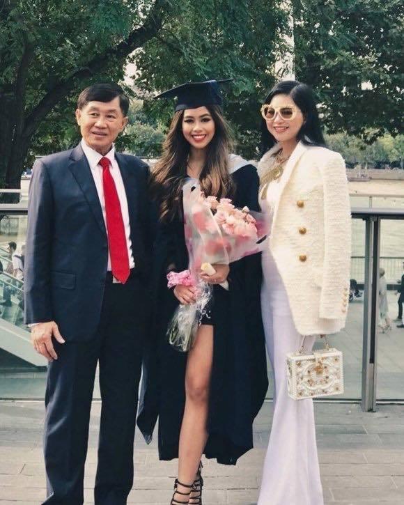 Bố mẹ tỷ phú của Tiên Nguyễn ủng hộ hơn 6 tỷ chống Covid-19