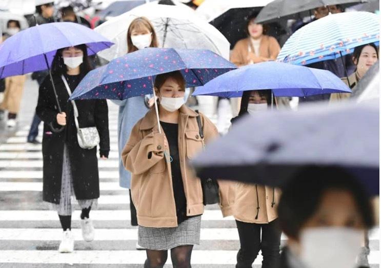 Nhật đau đầu vì rác khẩu trang