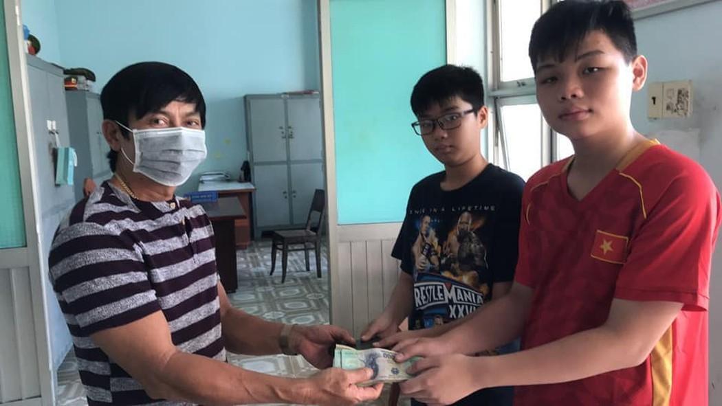 Hai nam sinh ở Bình Thuận trả lại 30 triệu đồng nhặt được trên đường