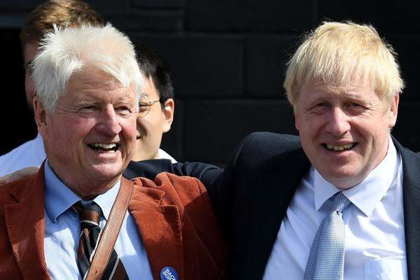 Phát biểu 'gây bão' của cha thủ tướng Anh giữa dịch Covid-19