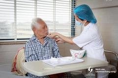 Đang dịch Covid-19, Bộ Y tế khuyến cáo người từ 60 tuổi hạn chế ra đường