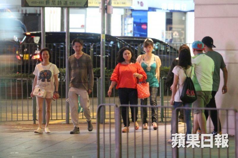 Tài tử Hong Kong 53 tuổi không kết hôn, sống cùng 3 tình nhân