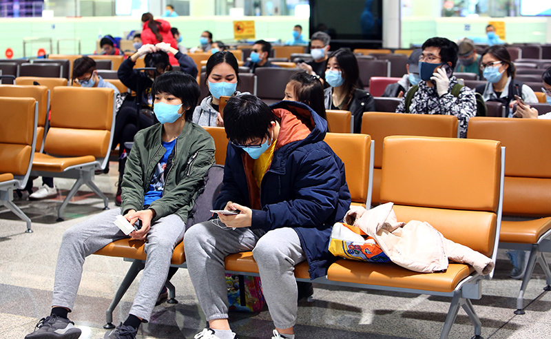 Chia sẻ từ sân bay Nội Bài của những người 'về nước để an toàn hơn'