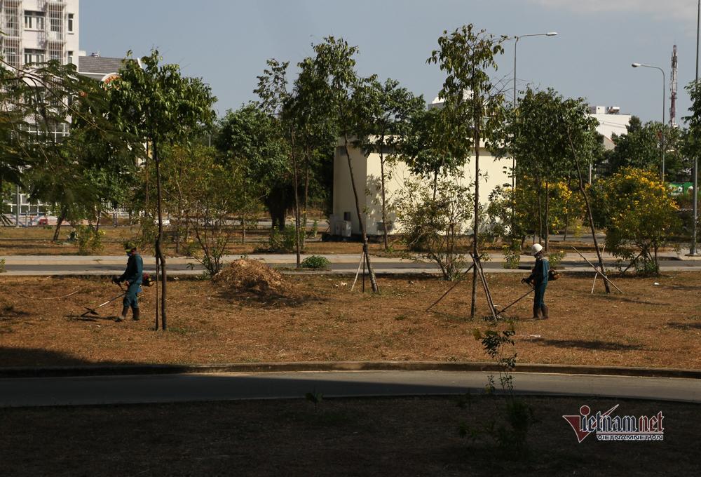 Bộ đội, dân quân dọn KTX sinh viên, chuẩn bị khu cách ly