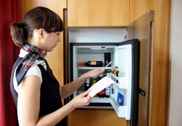 Lý do phòng khách sạn nào cũng có một cái tủ lạnh mini