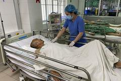 Người đàn ông đau đầu liên tục, suýt mất mạng do phình mạch não vỡ