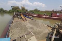 Hợp tác xã ở Đắk Lắk đưa tàu 'đục' bờ sông trộm cát