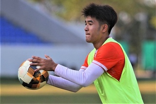 Striker Ha Duc Chinh can't play again after leaving hospital