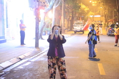 Người dân Trúc Bạch nhảy Ghen CoVy chào đón hết cách ly