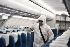 Các hãng máy bay khử trùng như thế nào?