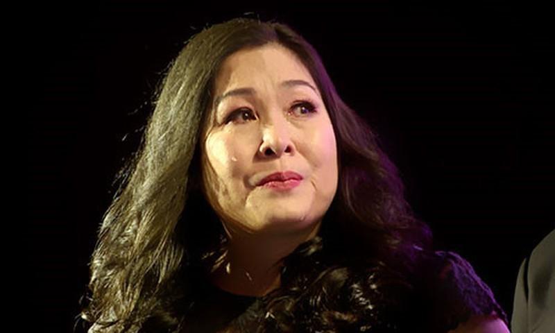 Sao Việt rơi nước mắt trước hình ảnh tình nguyện viên khu cách ly