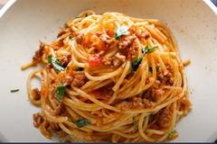 Làm mì spaghetti với nước sốt thịt bò mềm, tan trong miệng