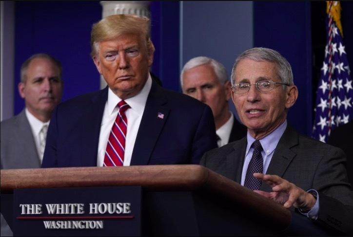 """Ông Trump """"khẩu chiến"""" với chuyên gia y tế về thuốc chữa Covid-19"""