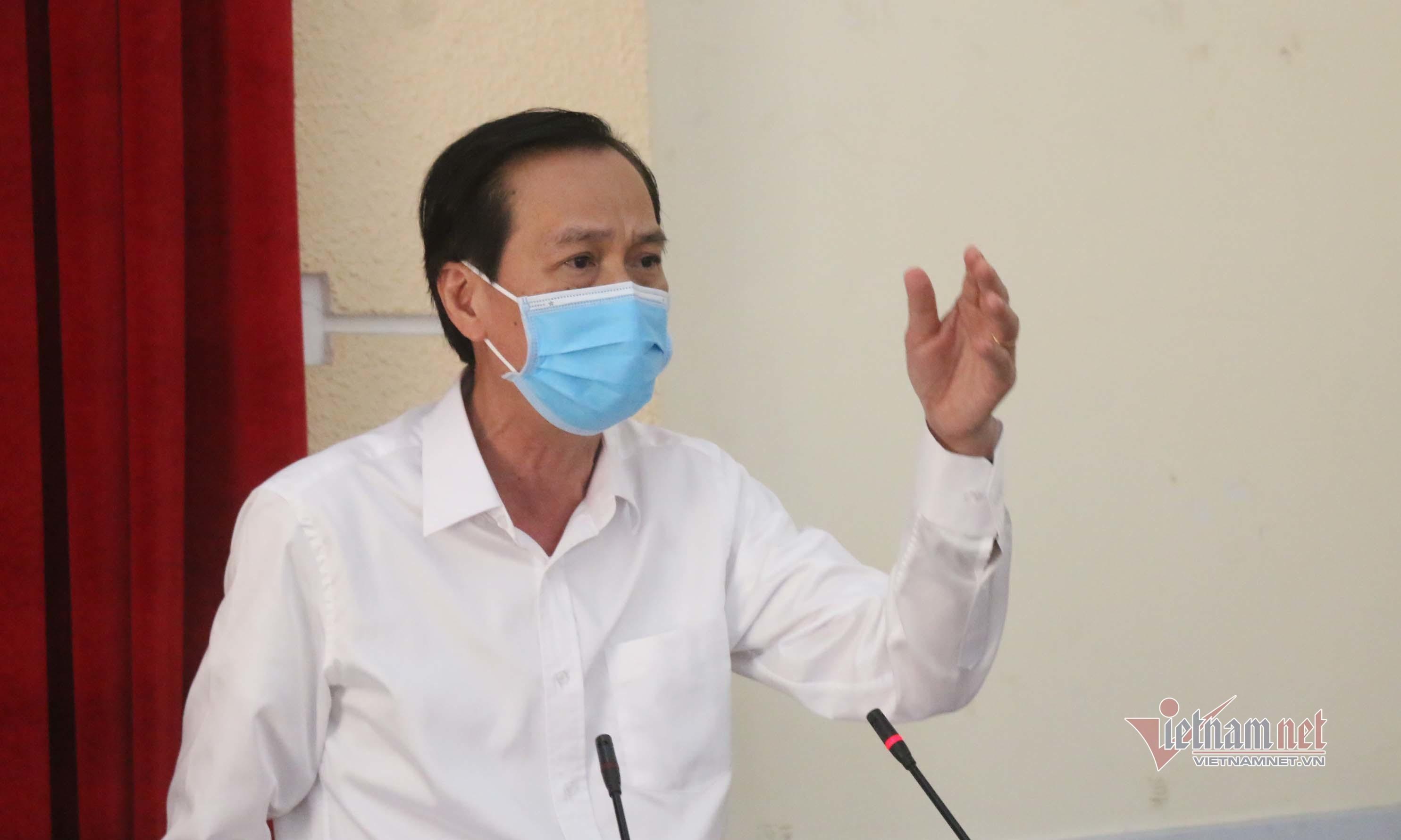 Chủ tịch TP.HCM nổi nóng khi chủ tịch quận nói thiếu khẩu trang