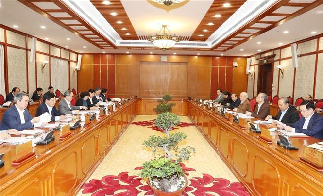 Bộ Chính trị kêu gọi cả nước đoàn kết hành động chiến thắng đại dịch