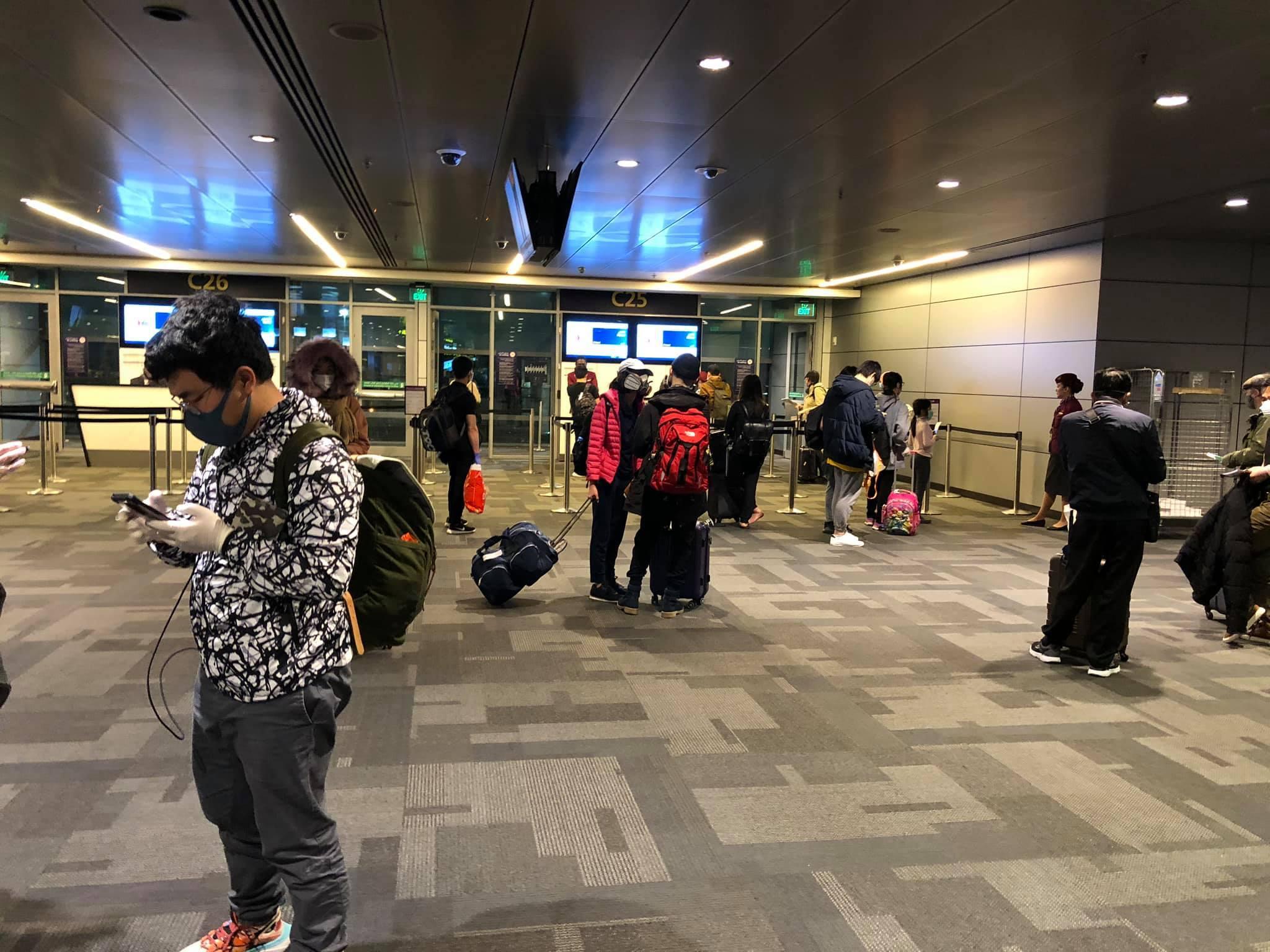 Nhật ký của du học sinh trên chuyến bay rời khỏi châu Âu