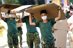 Trăm chiến sĩ tất bật dọn kí túc xá làm khu cách ly 17 nghìn giường