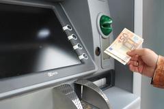 Khởi nghiệp với sáng kiến ATM khử khuẩn tiền mặt