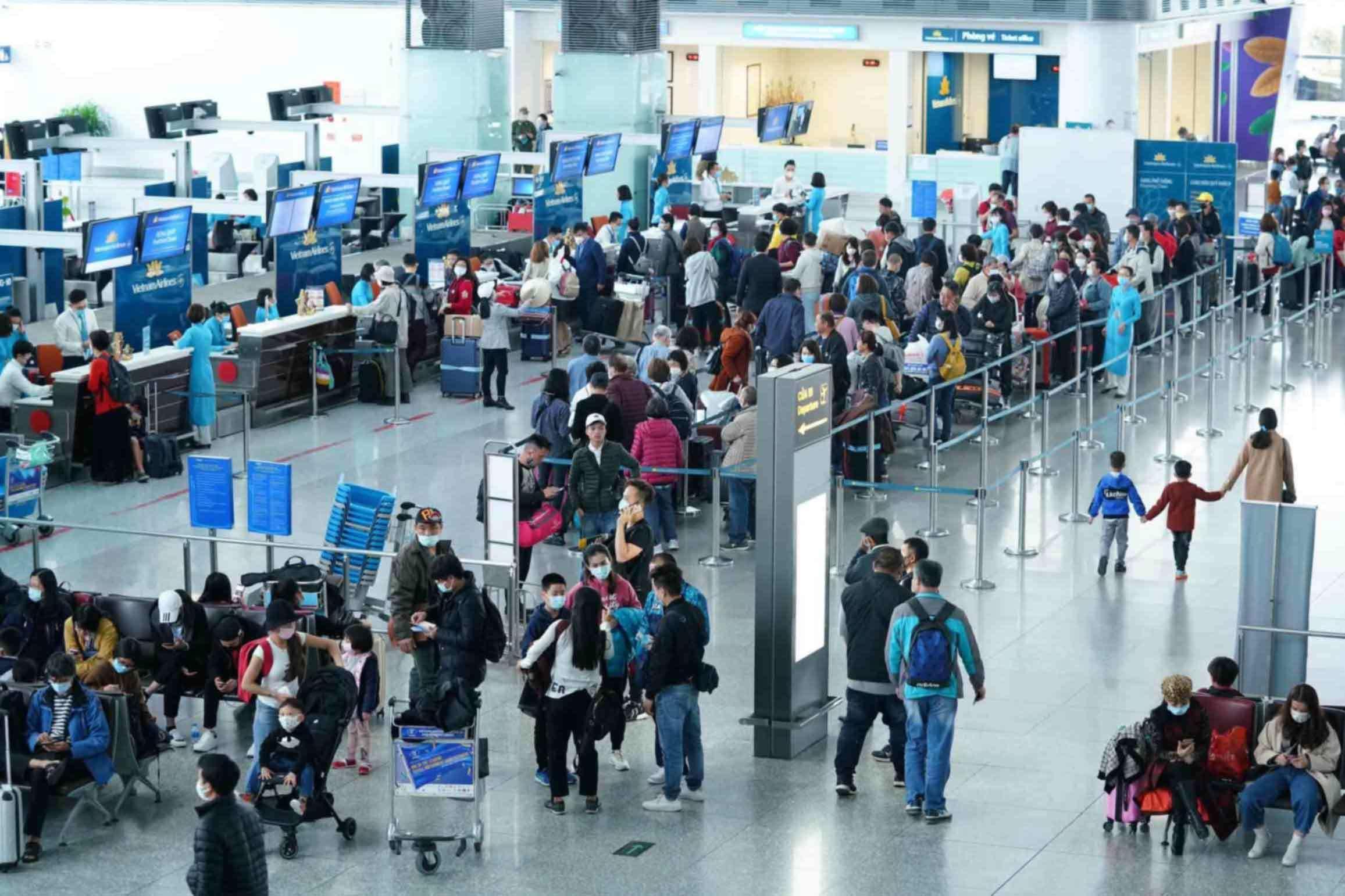 Khách về sân bay Nội Bài tăng bất ngờ ngày chủ nhật