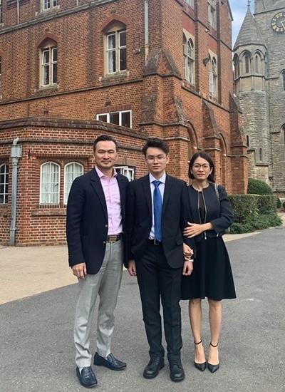 Covid-19: NSND Trung Anh, Chi Bảo vui mừng vì con trai đã về tới Việt Nam