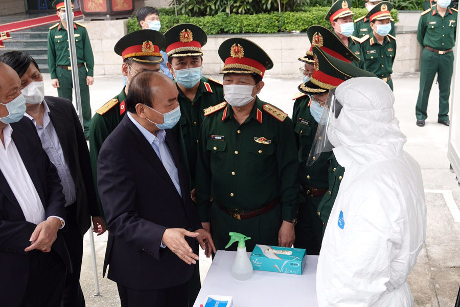 Thủ tướng nhắn tin hướng dẫn dân phòng chống dịch