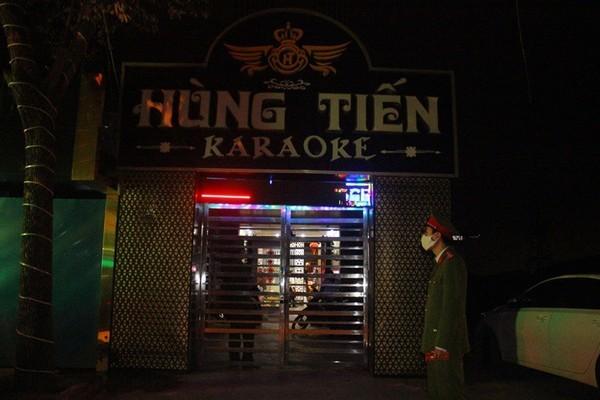 Kệ lệnh đóng cửa, quán karaoke ở Hải Phòng điều chân dài phục vụ khách