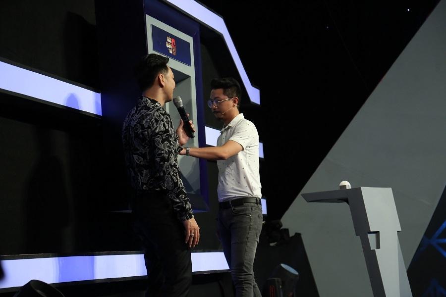 Tuyên bố không sợ vợ, Hứa Minh Đạt 'tái mặt' khi nghe giọng Lâm Vỹ Dạ